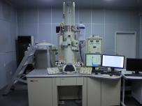 高分辨场发射透射电子显微镜 (HR-TEM)